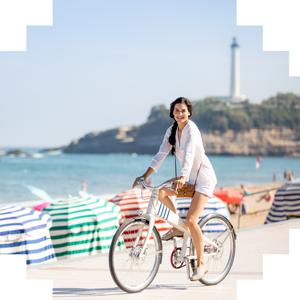 femme vélo ballade biarritz made in france phare été