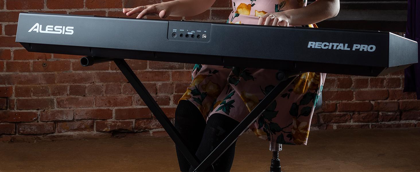 Alesis Recital Pro - Piano Eléctrico Digital con Teclado de 88 Teclas de Acción Martillo, 12 Premium Voces y Altavoces incorporados