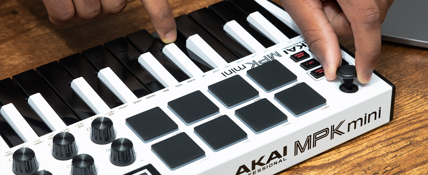 Amazon.com: AKAI Professional MPK Mini MK3 - 25 Key USB MIDI Keyboard  Controller With 8 Backlit Drum Pads, 8 Knobs and Music Production Software  Included (White): Musical Instruments