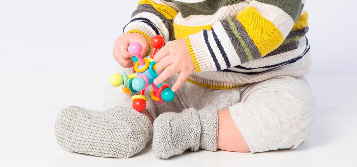 Amazon.com: Manhattan Sonajero y mordedor de átomo para bebé ...
