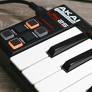 AKAI Professional LPK25 - Teclado controlador USB MIDI de 25 teclas para DAW e instrumentos virtuales en portátiles (Mac/PC) con software de edición ...
