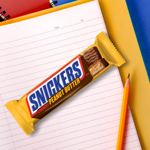Fuel up with the peanut butter and chocolate taste of Snickers Crunchy Peanut Butter Bars.