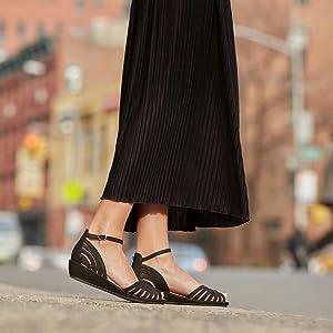 f68d6b937d4 Gentle Souls Women's Leah Wedge Sandal: Amazon.ca: Shoes & Handbags