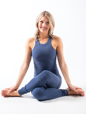 Leah Cullis, Power Yoga: Strength, Sweat, and Spirit