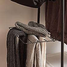 Porte-vêtements en bois et métal Garment Rack par Iris Ohyama