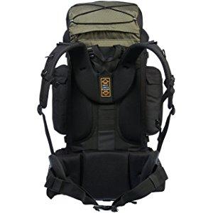 Amazonベーシック インターナルフレームハイキングバックパック レインフライ付属  グリーン