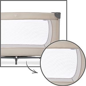 lit de voyage de la marque hauck avec grandes fenêtres latérales en filet pour circulation d'air
