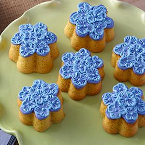 Wilton, mini flower silicone mold, hydrangea mini cakes