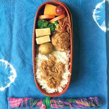 なめたけのせごはん、肉団子、高野豆腐の煮物、茹でブロッコリー ほか