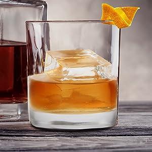 clear ice,glacio,dexas,round ice,ice cube,ice tray,ice ball, bar ice, bartender,barkeeper,ice