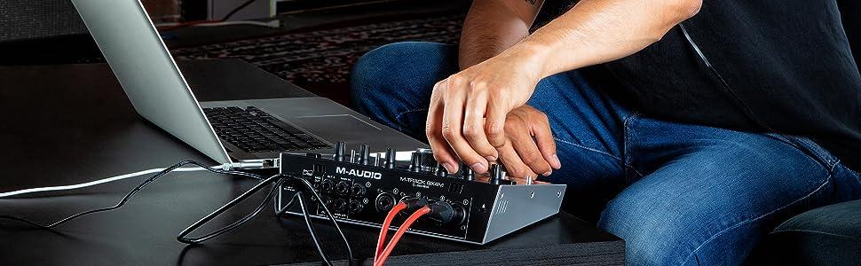 chasis met/álico y paquete de software profesional 8 entradas//4 salidas M-Audio M-Track 8X4M con cero latencia de monitorizaci/ón Interfaz compacta USB de audio//MIDI alimentada USB//USB-C 24//192