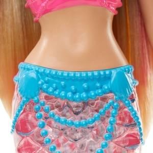 ¡Una sirena Barbie con la cola luminosa!