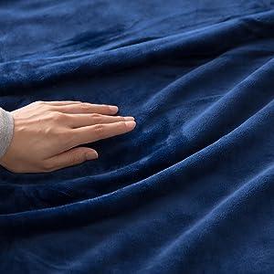 mofuaプレミアムマイクロファイバー毛布はうっとりなめらかな肌ざわり