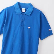 左胸にワンポイントロゴを刺繍したベーシックなポロシャツ