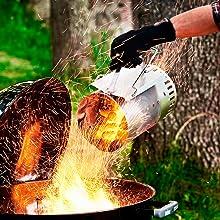 グリルに炭を移す。