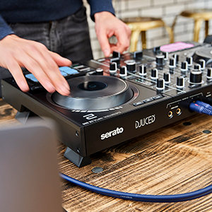 Hercules DJControl Inpulse 500: Controladora de DJ USB de 2 Decks para Serato DJ Lite y DJUCED (incluidos) — Interfaz de Audio Integrado, 16 Pads RGB retroiluminados, Jog Wheels Grandes: Amazon.es: Instrumentos musicales