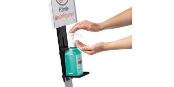 Dispenser di disinfettante in uso.