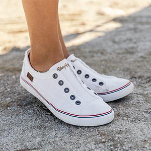 ad24ec8da75f2 Amazon.com | Blowfish Women's Play Fashion Sneaker | Fashion Sneakers