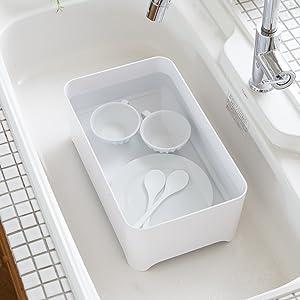 中栓をはめて、洗い桶としても使用できます。  気になる汚れ・黄ばみも、つけ置き洗いでスッキリ。  シンク内に置けば、栓を抜いてそのまま水抜きでき、手間が省けます。