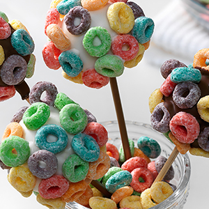 Make a bouquet of cake pops for a birthday party and decorate them with Froot Loops