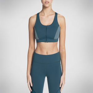 f32e94e2cc Skechers Women s Maritime Zip Front Sports Bra at Amazon Women s ...