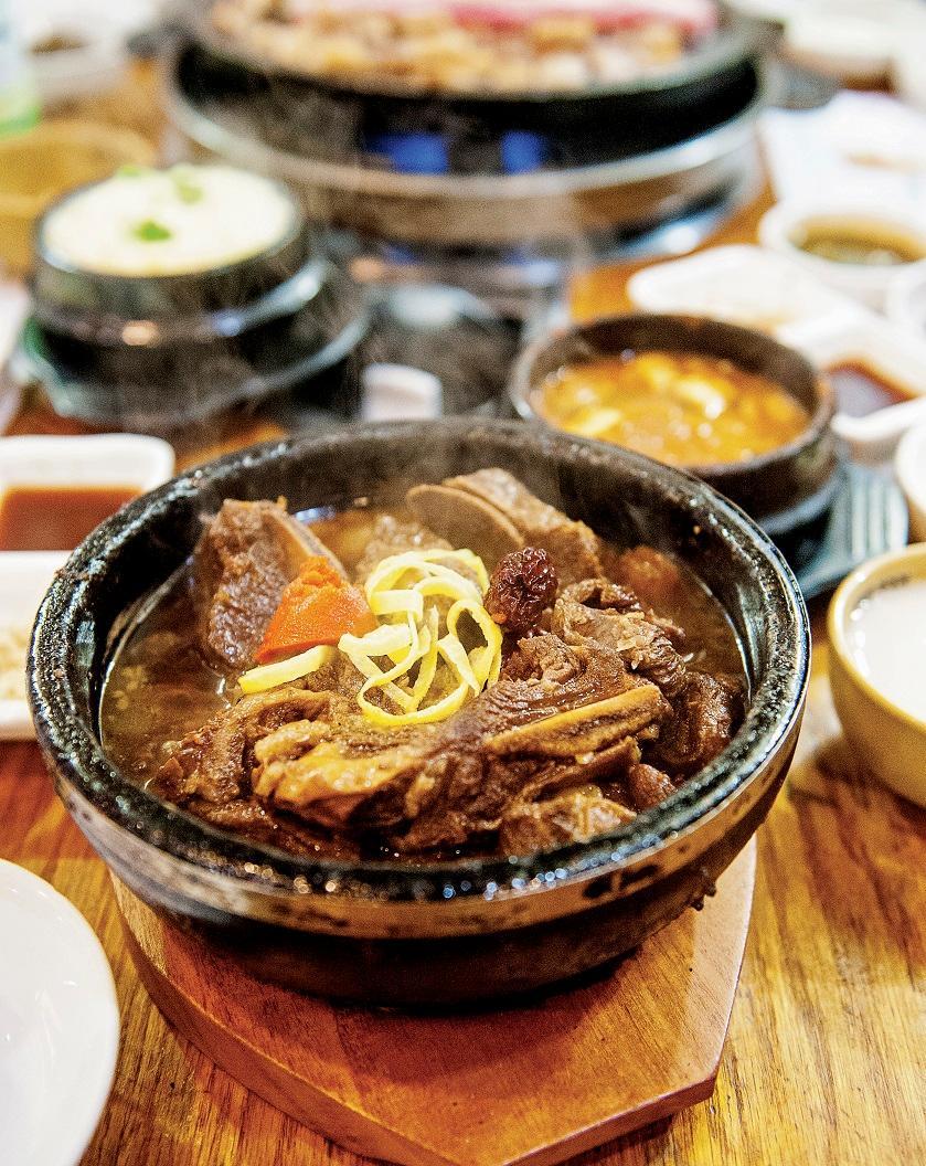 Amazon.com: Koreatown: A Cookbook (9780804186131): Hong