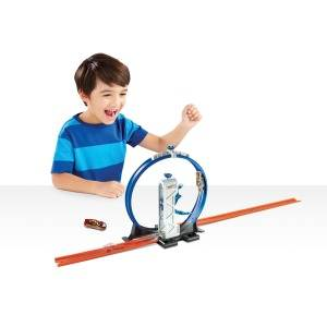 Boost Speed For Crazy Stunts on Hot Wheels Track!