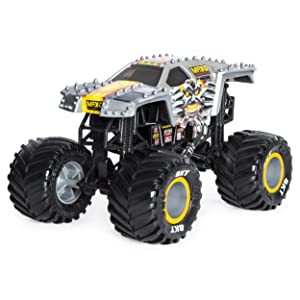 Amazon Com Monster Jam Official Max D Monster Truck Die Cast Vehicle 1 24 Scale Toys Games