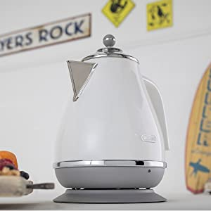 white kettle delonghi