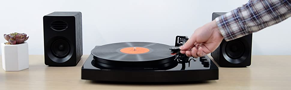 Play mbeat Pro-M Turntable with Speakers