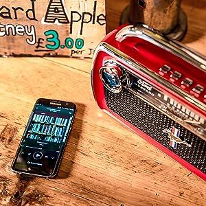 ION Audio Mustang Stereo - Altavoz Boombox Estéreo Inalámbrico Bluetooth, Portátil y Recargable con Radio FM, en estilo retro Ford Mustang