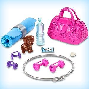 Barbie Bienesta, muñeca con ropa deportiva y accesorios (Mattel GJG57)