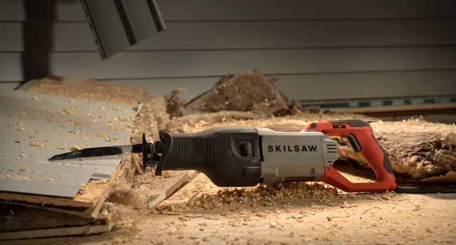 Skil reciprocating saw on wood