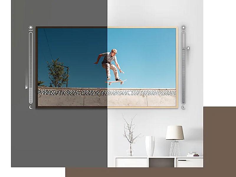 The Frame adjusting the brightness based on room's lighting