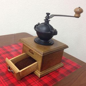 クラシックデザイン 手挽きコーヒーミル 木製 手挽きミル 挽きたて 香り コーヒータイム