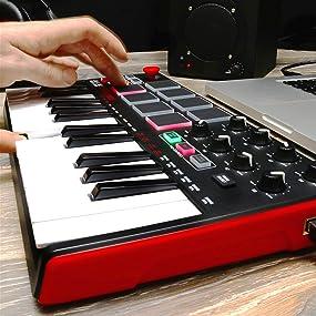 Akai, MPK mini, keyboard, keyboard controller, q-link, mpc, note repeat, full level, arpeggiator