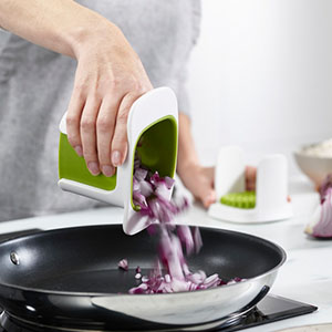 Collects chopped pieces as it cuts.