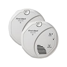first alert sa501cn2 interconnected wireless battery operated smoke alarm 2 pack smoke. Black Bedroom Furniture Sets. Home Design Ideas