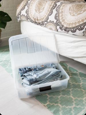 Boîte de rangement sous lit en plastique transparent Under bed box par Iris Ohyama