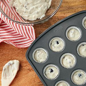 Wilton, non-stick baking pans, baking pans with large handles