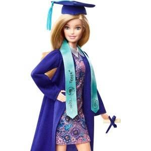 ¡Acaba la carrera de la mejor manera posible con la muñeca Barbie Día de graduación!