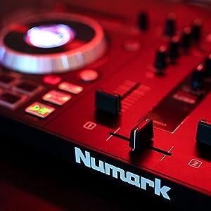 Numark Mixtrack Platinum - All-In-One 4-Deck DJ