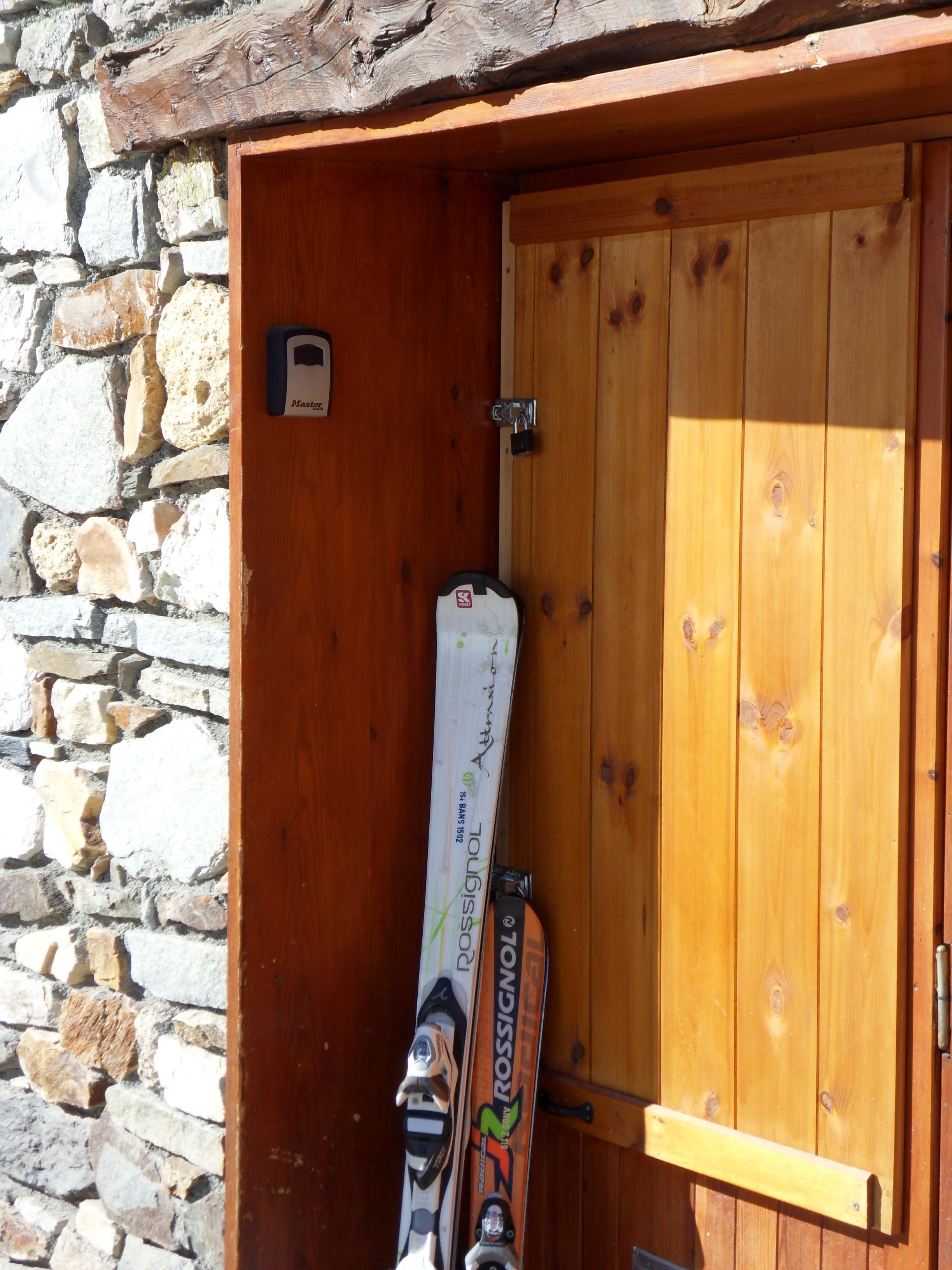 Medium Key Lock Box Select Access Wall Mount To Share