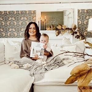 Cozy white cottage, farmhouse design book