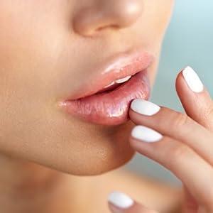 Lipgloss;Lipstick;Lippenstift;gloss;natural;natürlich;weich;soft;Lippenpeeling;Schönheit;schön;zart