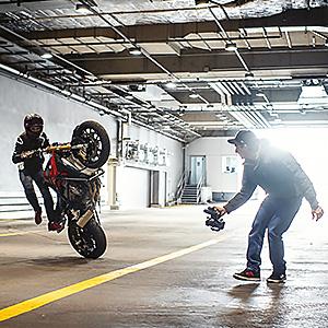 Classe de vitesse vidéo 30 (V30); drones ; caméra d'action ; A2 ;