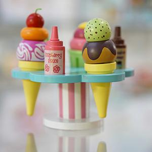 Sauces Spoon and Stand Le Toy Van Colourful Wooden Honeybake Carlos Gelato Toy Pretend Ice Cream Role Play With Interchangable Toppings