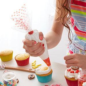 Amazoncom ROSANNA PANSINO by Wilton Beginner Cake Decorating Set