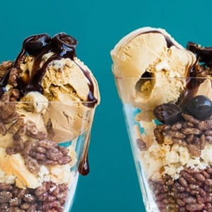 2 bowls of ice cream layered with Coco Pops cereal