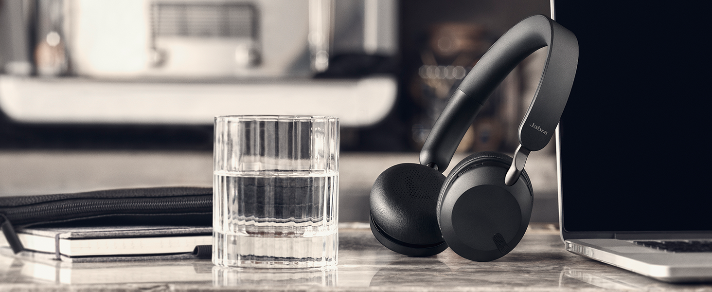 2 built-in microphones so you can stay in touch on the go.